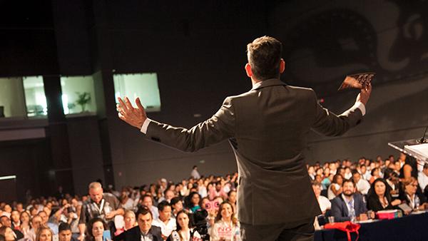 بررسی ریشه های ترس قبل از حرف زدن