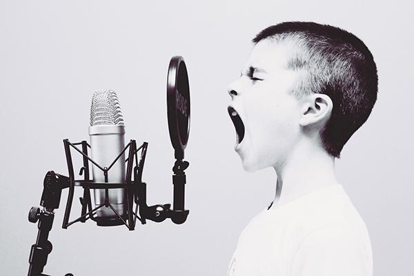 اهمیت تن صدا در برقراری ارتباط با مخاطبان و انتقال پیام