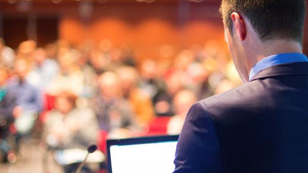 8 تکنیک انگیزشی برای مخاطبان در طول سخنرانی