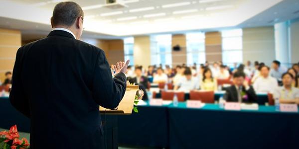 اصول استفاده از متن و یادداشتها در سخنرانی