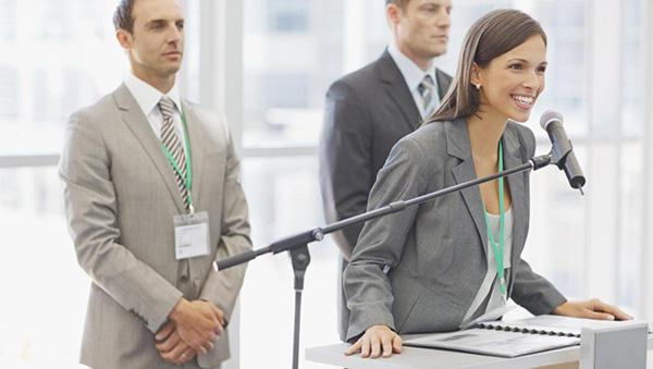 نحوه معرفی سخنران هنگام نوشتن متن سخنرانی